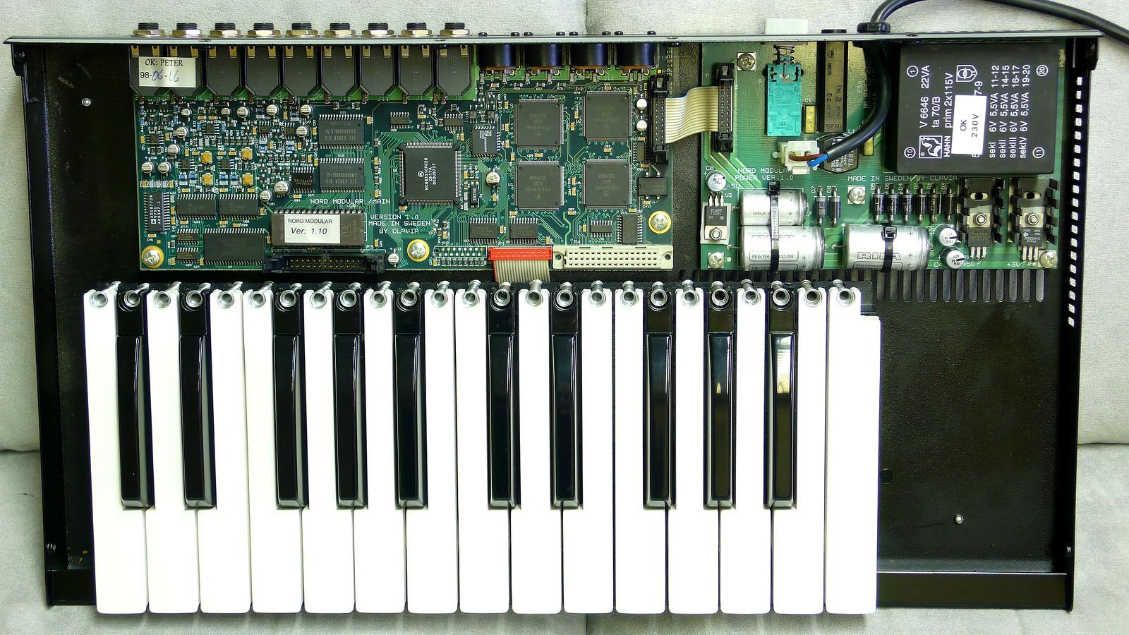 Nord Modular G1 Keyboard inside